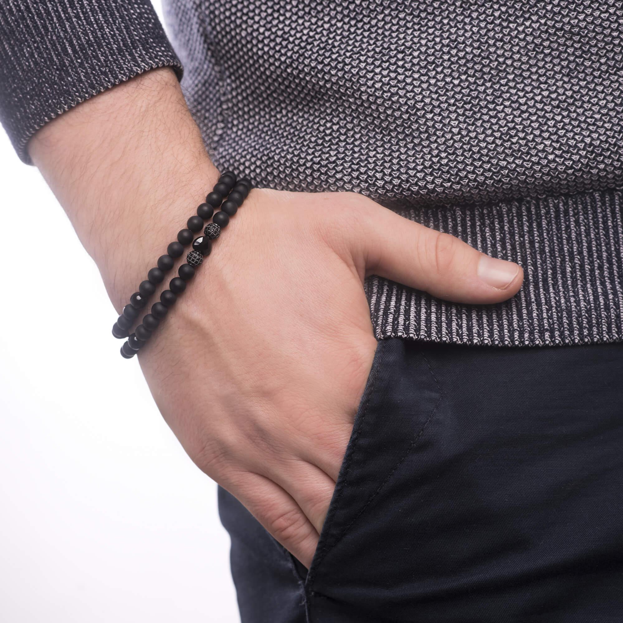 Pansky-koralkovy-wrap-naramek-his-heart-gun-metal-ruka.jpg