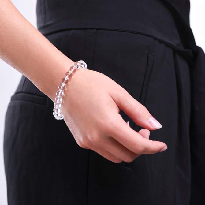 Damsky-koralkovy-naramek-8mm-ciry-fasetovany-kristal-bile-zlato-ruka.jpg