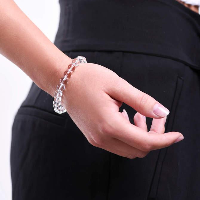 Damsky-koralkovy-naramek-8mm-ciry-kristal-bile-zlato-ruka.jpg
