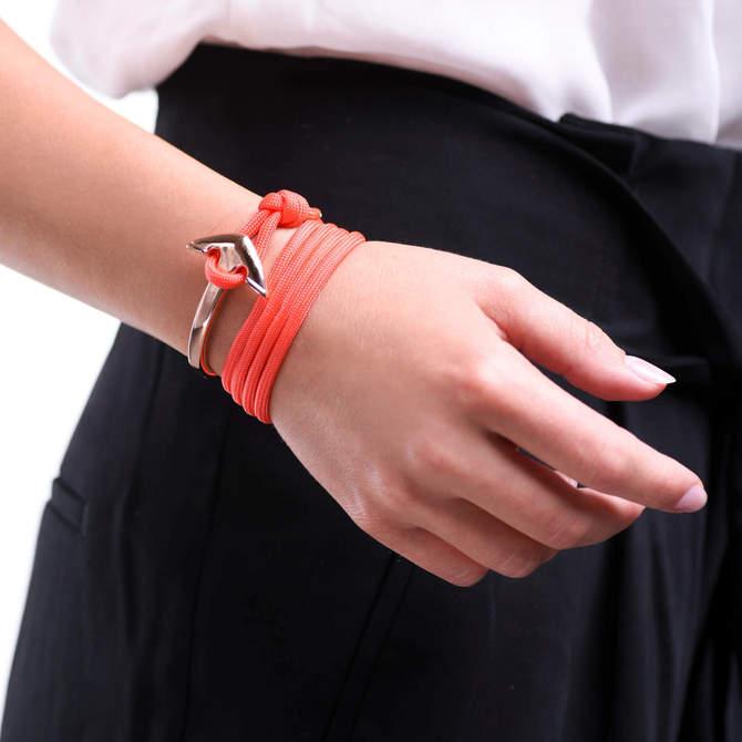 Naramek-s-kotvou-lososovy-namornicky-provazek-kotva-ruzove-zlato-ruka.jpg