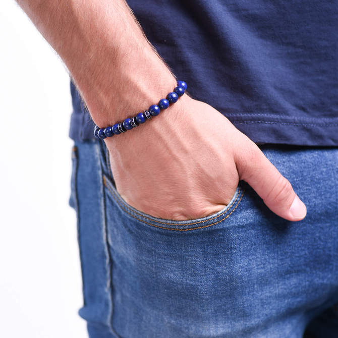 Pansky-koralkovy-naramek-modry-lapis-lazuli-stopery-guna-metal-ruka.JPG