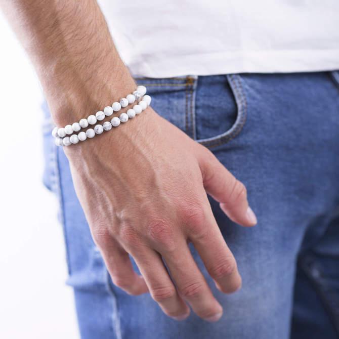 Pansky-koralkovy-wrap-naramek-bily-howlite-bile-zlato-ruka.jpg