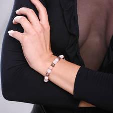 Damsky-koralkovy-naramek-mesicni-kamen-AA-ruzovy-opal-fasetovany-botswana-achat-bile-zlato-ruka.jpg