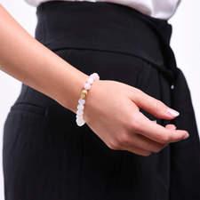 Damsky-koralkovy-naramek-mlecny-achat-a-ruzenin-Buddha-zlato-ruka.jpg