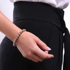 Damsky-perlovy-naramek-bronzove-perly-z-krystalu-Swarovski-bile-zlato-ruka.jpg