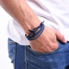 Naramek-s-kotvou-modry-silny-provazek-kotva-matna-cerna-ruka.jpg