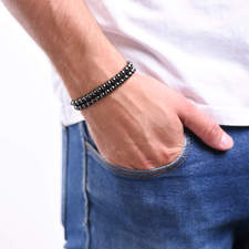 Pansky-koralkovy-wrap-naramek-magneticky-hematit-bile-zlato-ruka.JPG